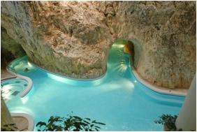 Hotel Alfa, Thermal pool