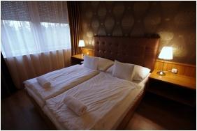 Nyáron, Aqua Hotel, Gyula
