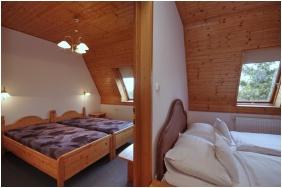 Aqua Hotel, Gyula, Négyfős szoba