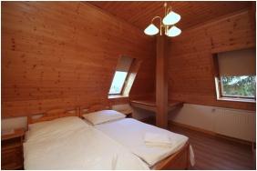 Tetőtéri szoba, Aqua Hotel, Gyula