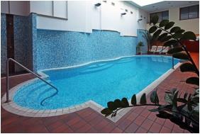 Élménymedence - Aranyhomok Business & Wellness Hotel