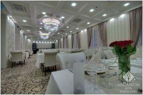 Festive place setting - Arcanum Hotel