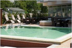 Atlantis Medical Wellness & Conference Hotel, Hajduszoboszlo, Outside pool