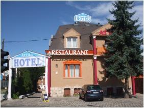 Hotel Attila, Budapest, Batiment
