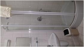Pension Bacchus, Eger, Bathroom
