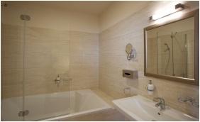 Bathroom - Barokk Hotel Promenad