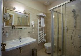 Barokk Hotel Promenad, Gyor, Bathroom