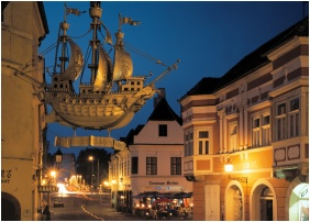 Épület este, Barokk Hotel Promenád, Gyôr