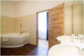 Batthyany Manor House, Bathroom