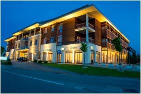 Hotel Aquarell, Épület este - Cegléd