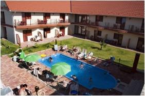Élménymedence - Boni Családi Wellness Hotel