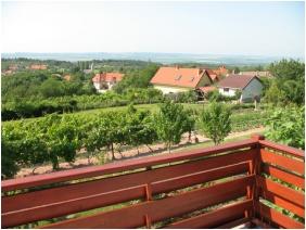 Kilátás a kertre, Borbolya Vendégház, Cserkút
