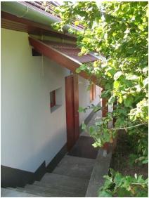 Bejárat, Borbolya Vendégház, Cserkút