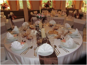 Weddingmeal setting - Calimbra Conference & Wellness Hotel