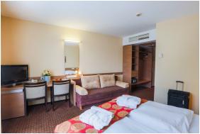 CE Plaza Hotel,