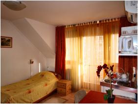 - Centrum Apartment Hotel