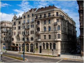 City Hotel Matyas, Building