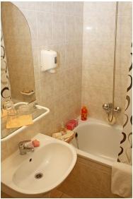 Bathroom, Hotel Phonix, Tiszaujvaros