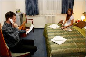 - Hotel Phonix