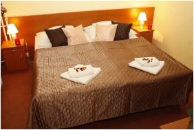 Hotel Phonix, Tiszaujvaros,