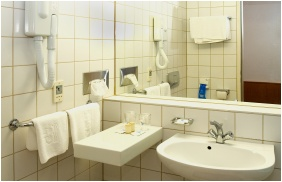 Club Hotel Tihany, Bathroom