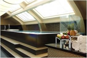 Continental Hotel Zara, Basen wewnętrzny