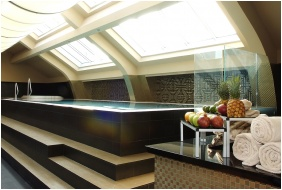 Continental Hotel Zara, Inside pool