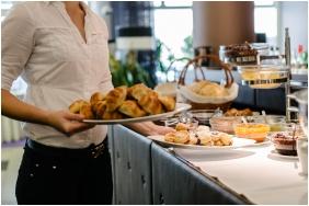 Corso Hotel Pecs, Breakfast