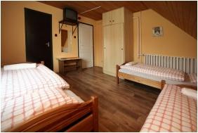 Comfort háromágyas szoba, Csillagtúra Panzió, Eger