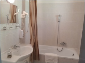 D&A Apartment House, Egerszalok, Shower