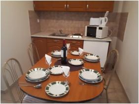 D&A Apartment House, Egerszalok, Kitchen