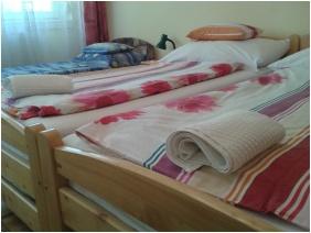 Comfort háromágyas szoba, Deák Vendégház, Hajdúszoboszló