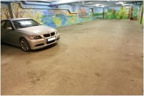 Dom Hotel, Szeged, Garage