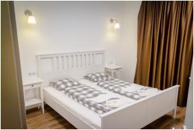 - Fresh Hotel****