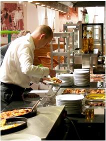 Ğastland M1 Hotel, Restaurant