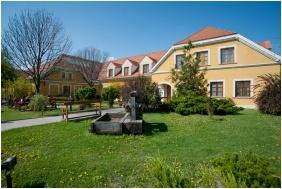 Front garden, Gastland M0 Hotel, Szigetszentmiklos