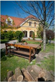 Gastland M0 Hotel, Front garden - Szigetszentmiklos