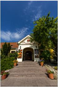 Gastland M0 Hotel, Exterior view - Szigetszentmiklos