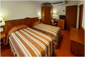 - Geréby Kúria Hotel és Lovasudvar