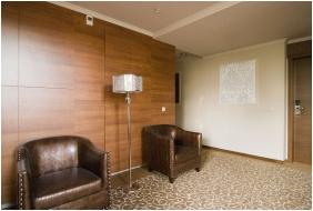 Golden Ball Club Hotel, Corridor