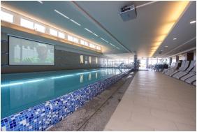 Zenıt Hotel Ğuesthouse, Vonyarcvasheğy, Covered pool