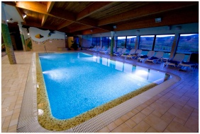 Wellness Hotel & Equestrıan Park Hetkut, Mor, Covered pool