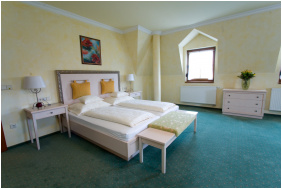 Hétkúti Wellness Hotel & Lovaspark,