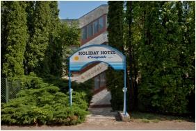 Bejárat - Holiday Hotel Csopak