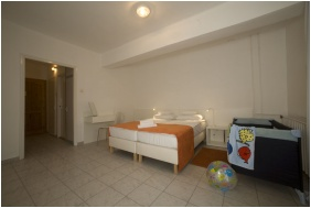 Family Room - Holiday Hotel Csopak