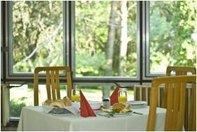 Restaurant - Holiday Hotel Csopak