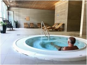 Pezsgőfürdő - Akadémia Hotel