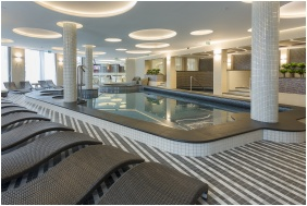 Élménymedence - Aura Hotel