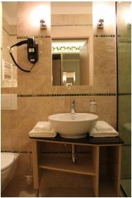 Hotel Aurum Family, Hajduszoboszlo, Bathroom