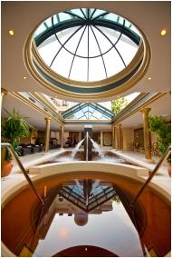 Hotel Aurum, Hajduszoboszlo, Inside pool